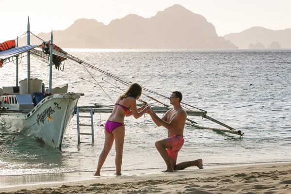 Paris photographer proposal on beach in El Nido Palawan Philippines