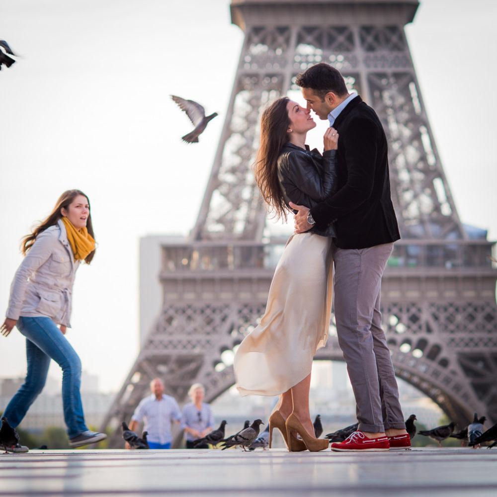 Paris photographer making of pigeons of Paris engagement photo
