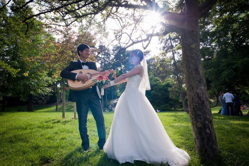 Paris Photographer Romantic wedding couple Paris