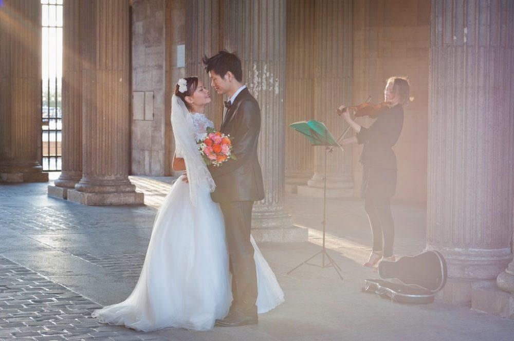 photographer in Paris elopement in Paris at Louvre