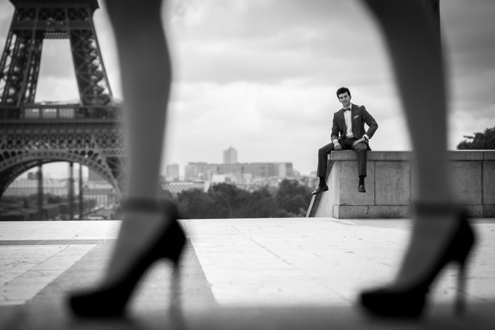 Photographer in Paris engagement photo sexy man