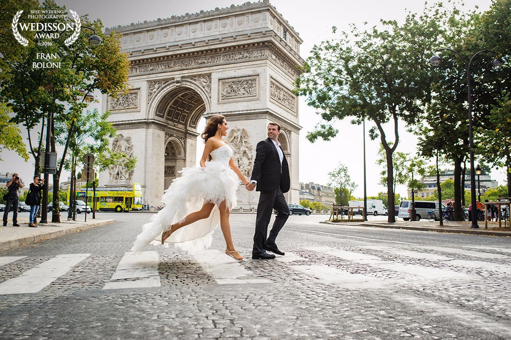 Modern wedding photography in Paris - image awarded by Weddison