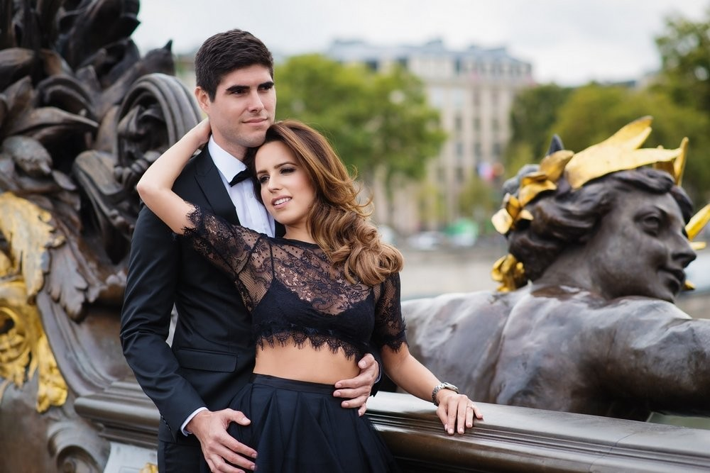 Fashion blogger from Miami posing for her engagement pictures in Paris