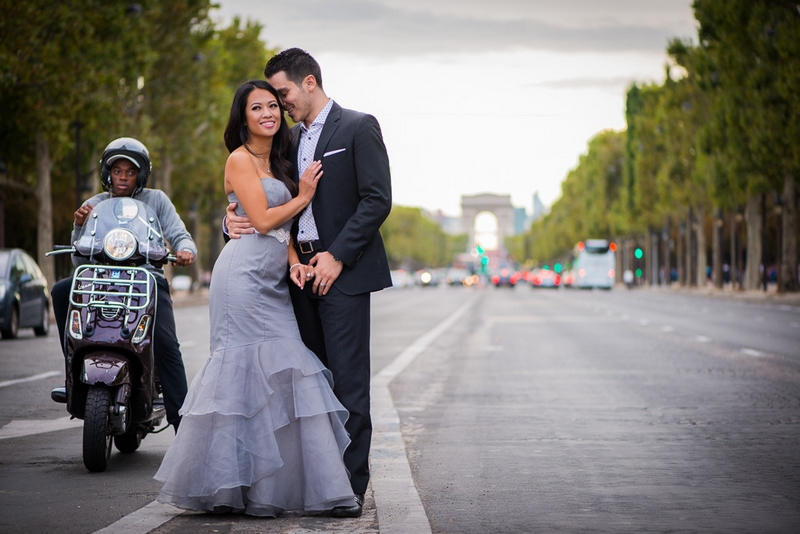 Couple in the middle of the street in Paris