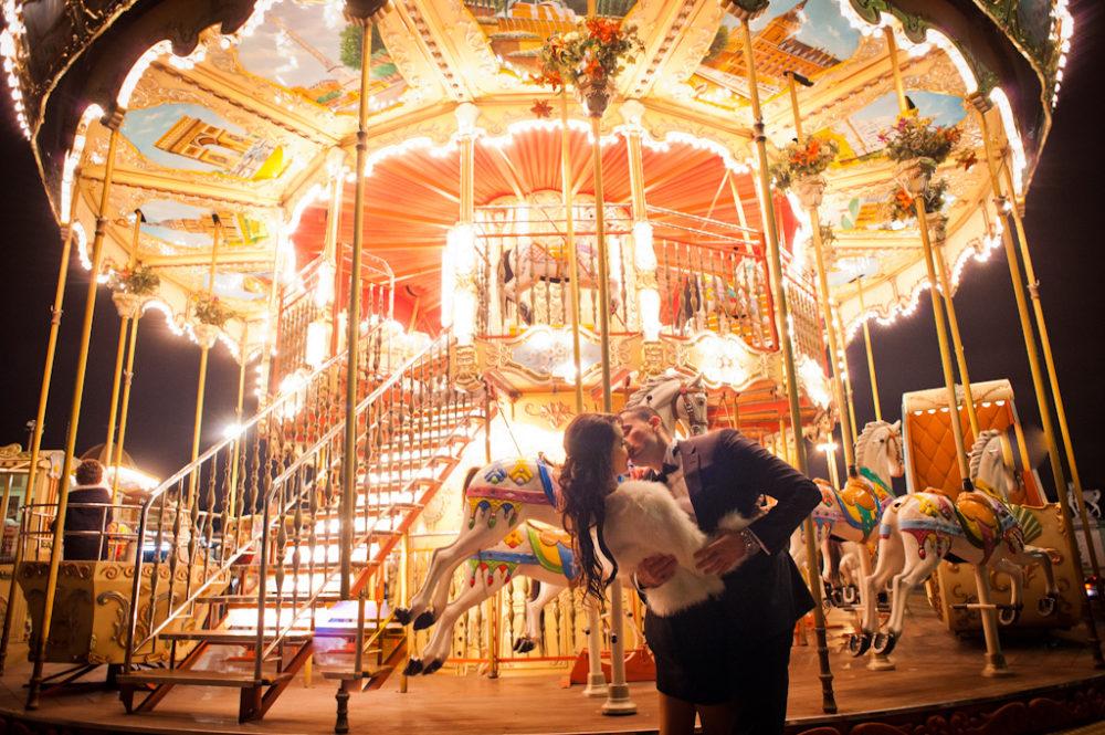 Paris Photographer Carrousel Eiffel Tower kiss Paris