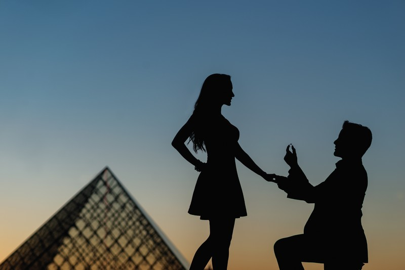 Creative silouette engagement picture with ring and Louvre Pyramid