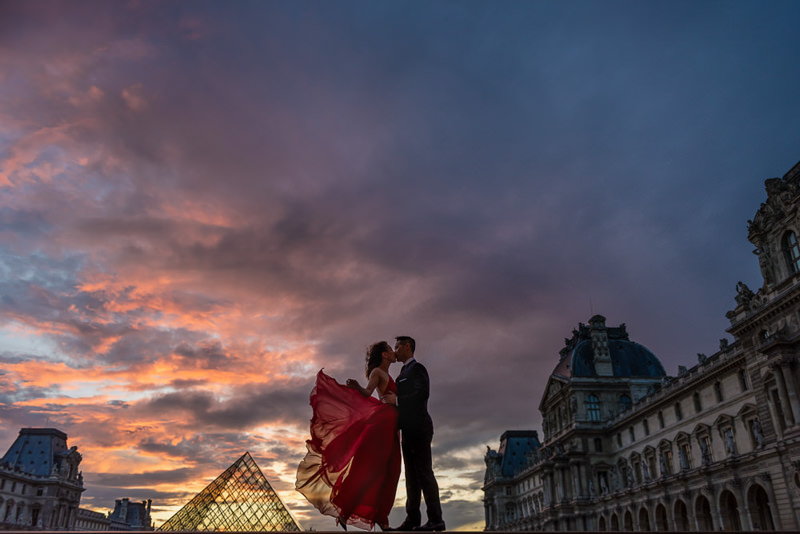 Sunset engagement photos in Paris – The Paris Photographer