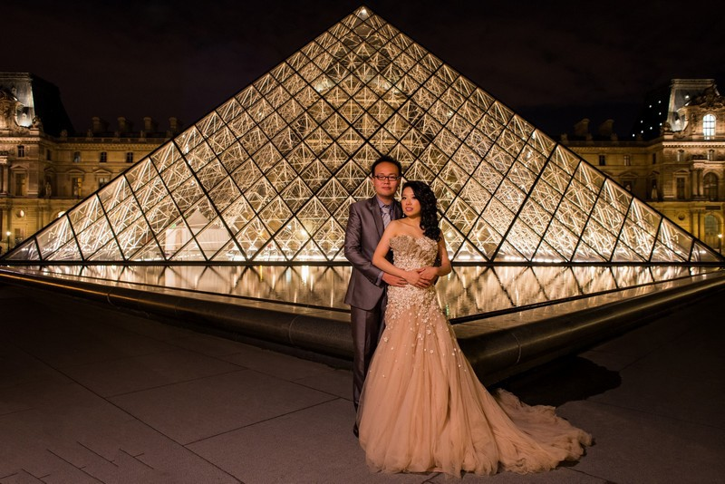 Paris photographer pre wedding photo shoot Louvre pyramid