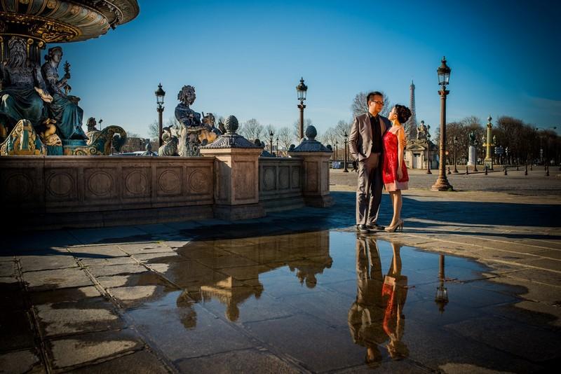 Paris pre wedding photo session Concorde reflections