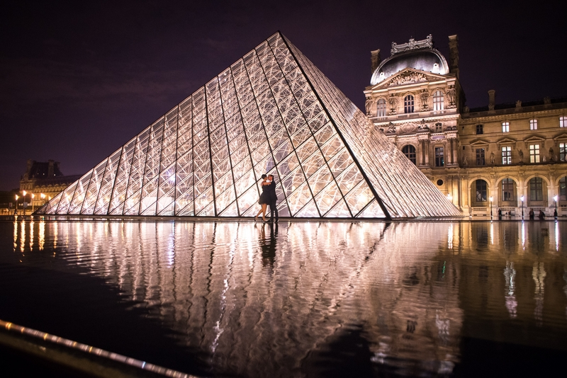 Photographer Paris night photography Louvre Museum with couple kissing