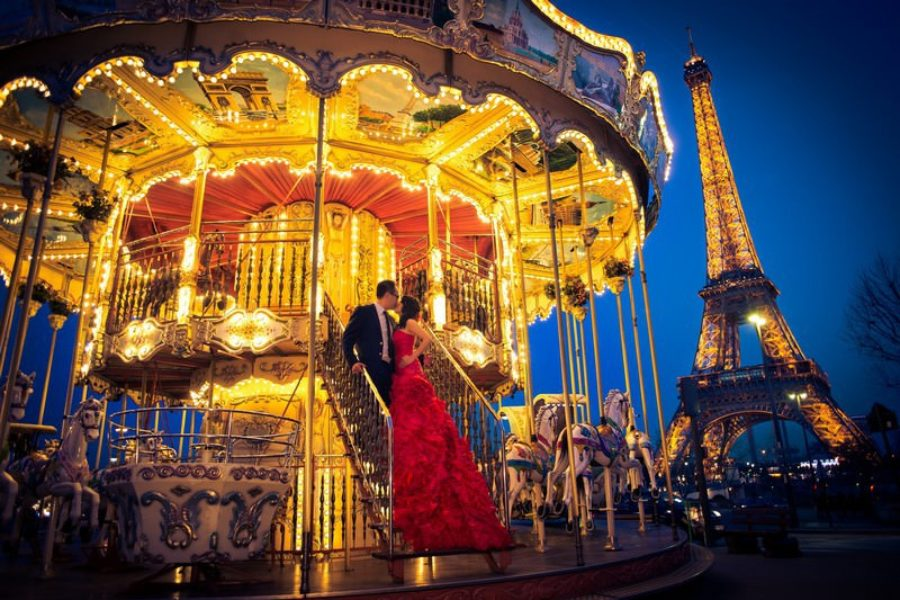 Pre wedding photo shoot Paris carousel Eiffel Tower