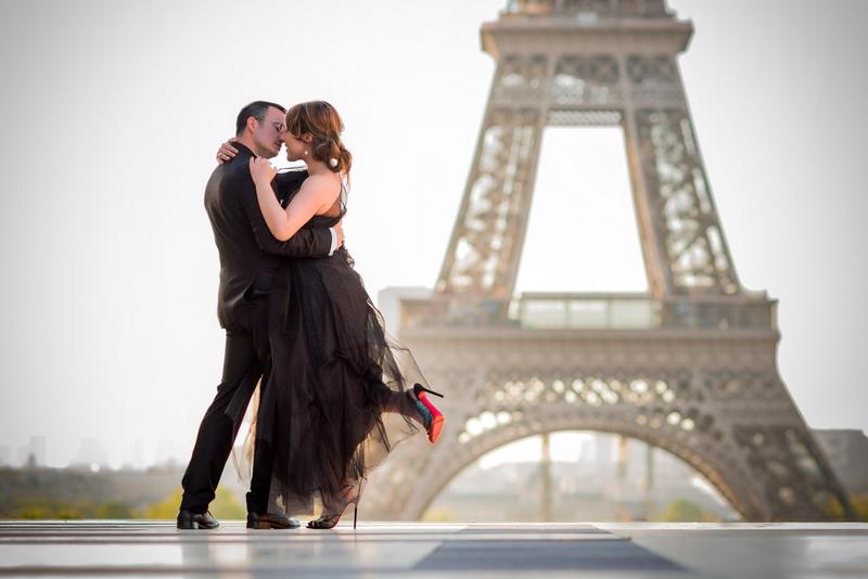 couple photography paris neda and nic 39 s adventure in paris. Black Bedroom Furniture Sets. Home Design Ideas