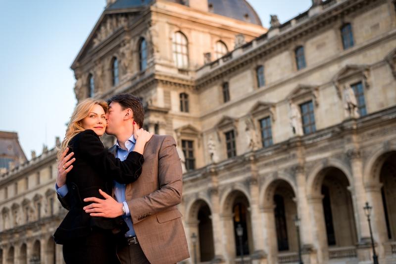Paris photographer love story at Louvre Museum