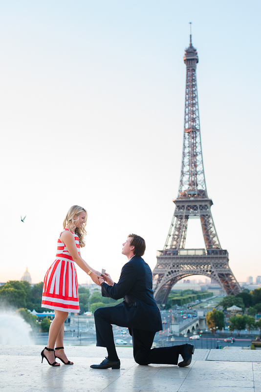 Morning surprise proposal in Paris