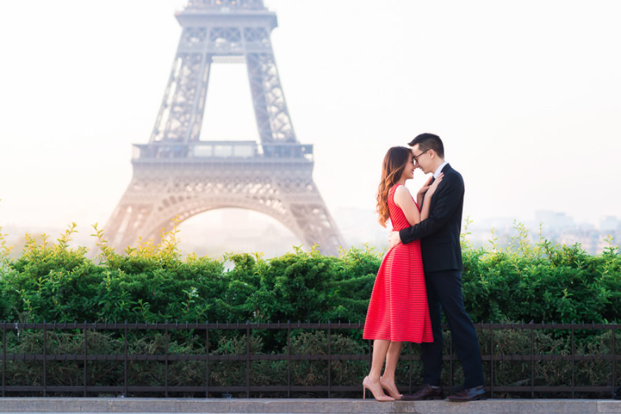 Spring engagement in Paris - Emily & Kevin
