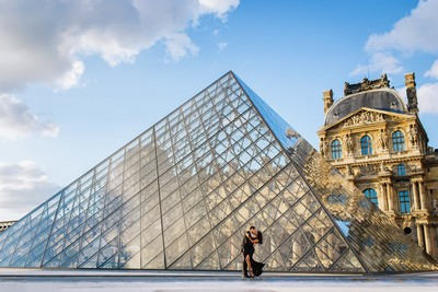 Louvre pyramid and iconic kiss in Paris