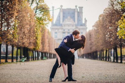 Romantic kiss in Tuileries Gardens in Paris