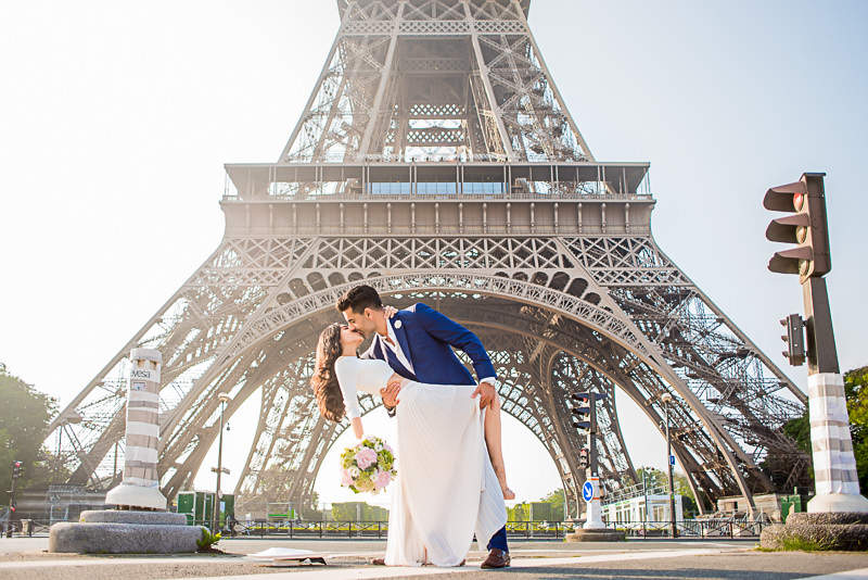 Kissing in front of the Eiffel Tower
