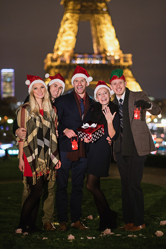 friends-celebrating-christmas-surprise-proposal-at-the-eiffel-tower-in-paris
