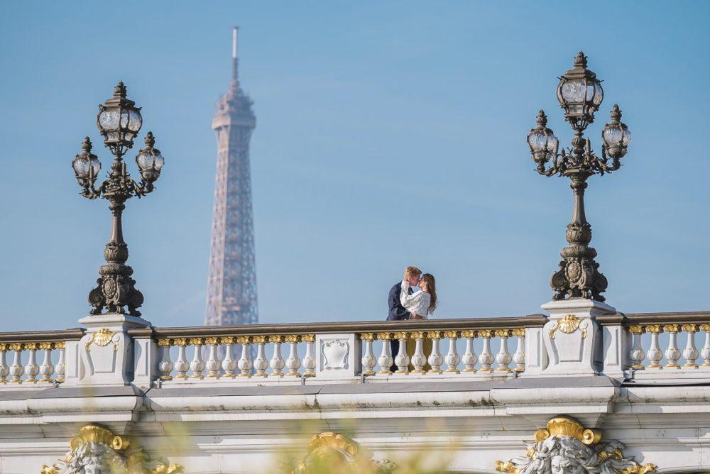 Paris photographer Ioana – couple passionately kissing on the Alexander 3 bridge in Paris