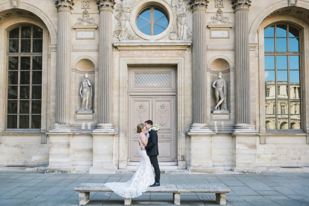 Paris wedding photographer Ioana – bride and groom kissing in the Louvre courtyard in Paris