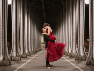 Couple photoshoot ideas – Have a trip to Paris and wear your wedding dress