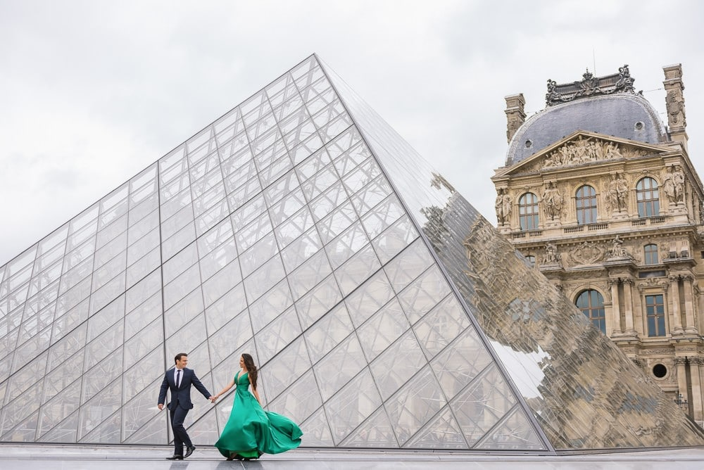 Couples pic ideas – Latina bride in green dress holding her fiancé hand in front of Louvre Pyramid
