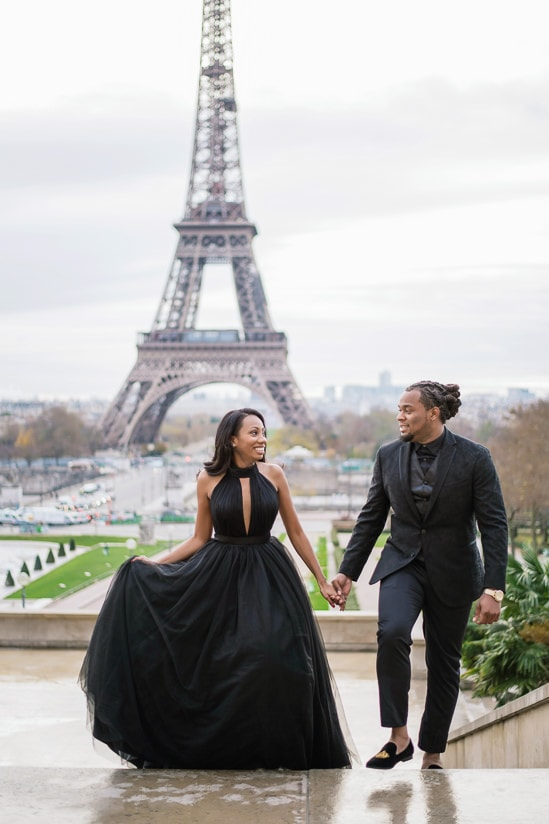 Cute couple photo shoot - couple having romantic stroll in Paris in front of the Eiffel Tower