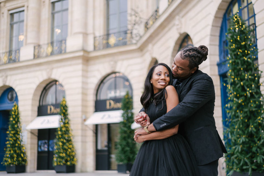 Cute couple photoshoot in winter by The Paris Photographer