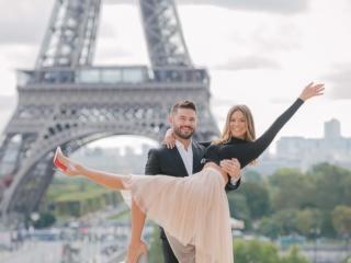 Photography in Paris has never been this fun - cute couple having fun in Paris