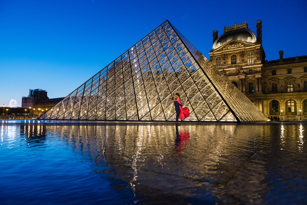 best photo spots paris – louvre museum night photo at the pyramid