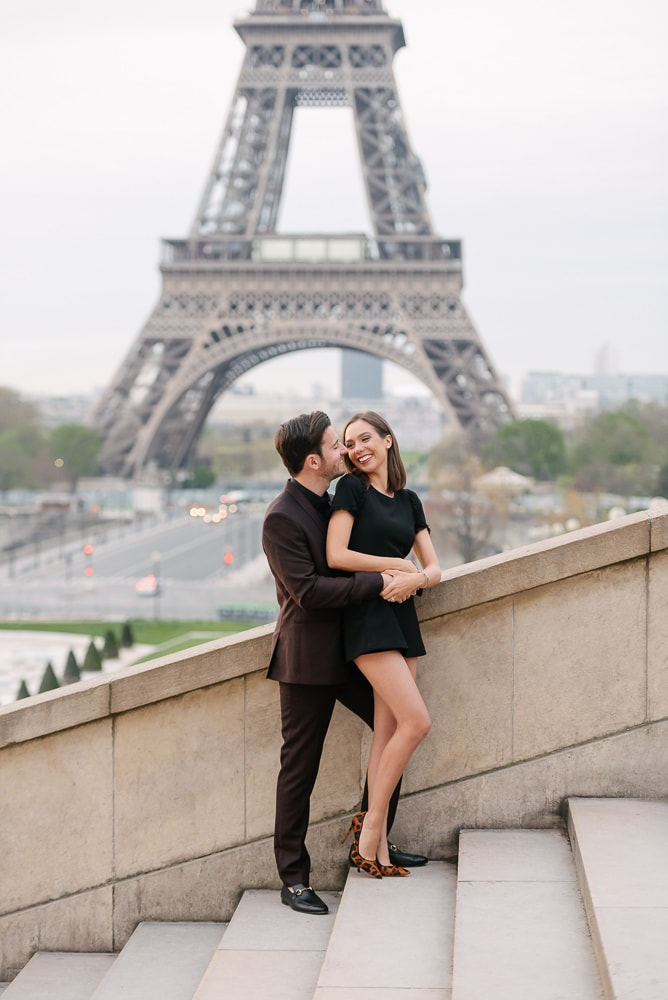 unique couple photo ideas- the hug from behind and cute kiss on the cheek