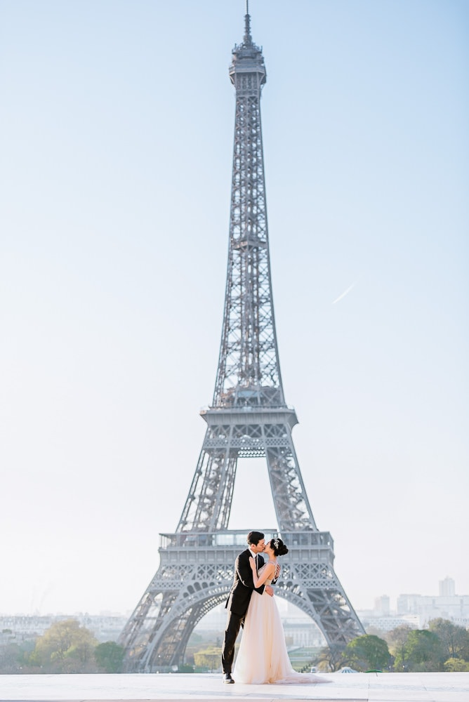 Pre wedding photo at the Eiffel Tower in Paris