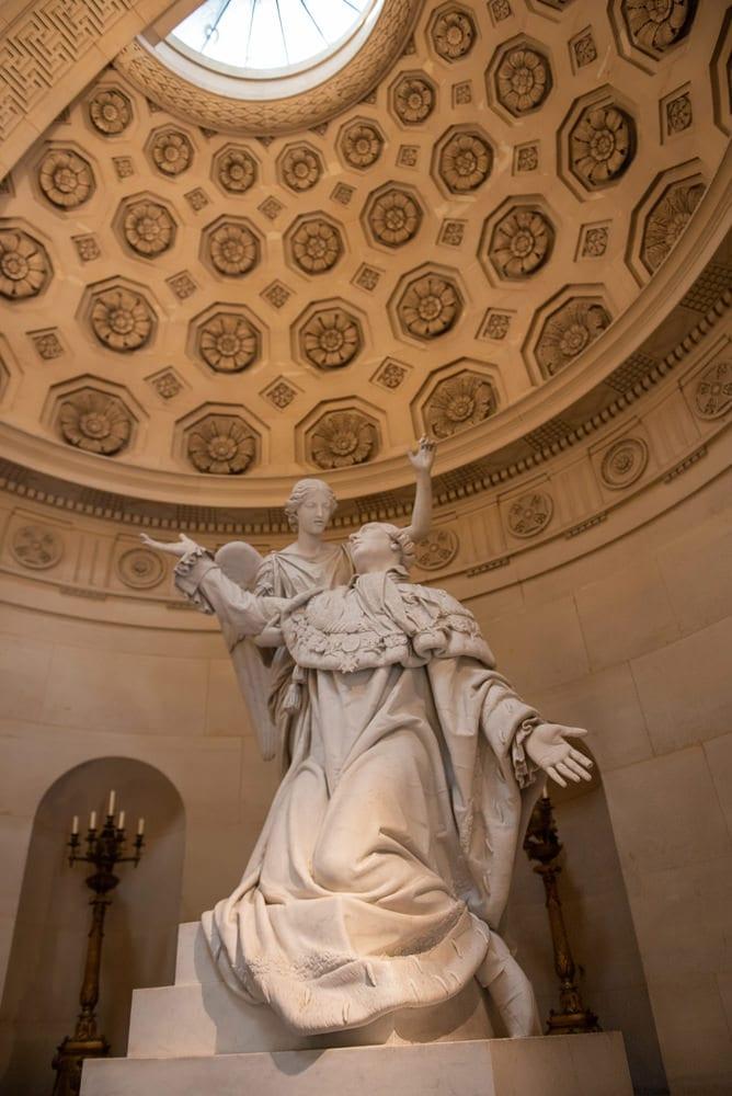 Chapelle Expiatoire Paris inside detail of statues