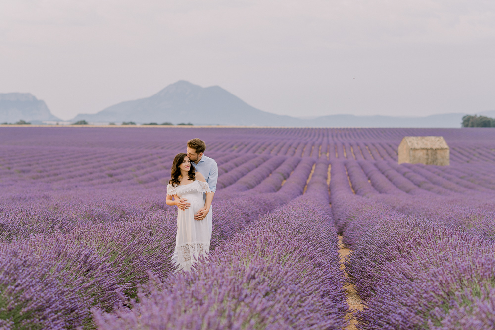 Maternity photo shoot in Provence - Lavander field - by Odrida Photographer in France